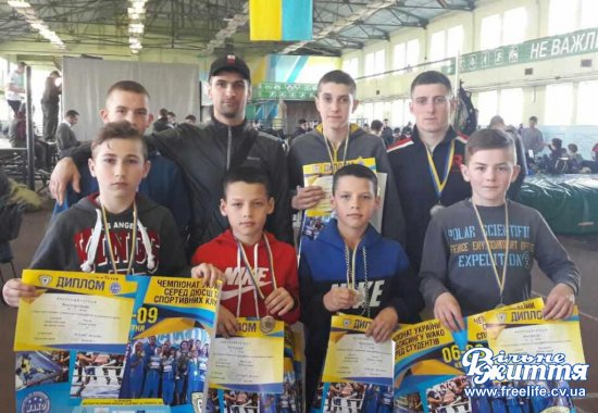 Підтвердили титули чемпіонів України  з кікбоксингу