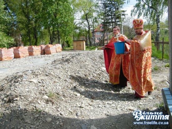 В Оршівцях освятили фундамент майбутнього храму