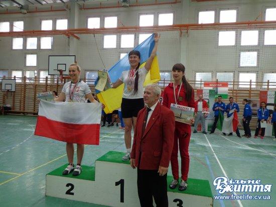 Уляна Деревенко — двічі чемпіонка Європи з гирьового спорту!