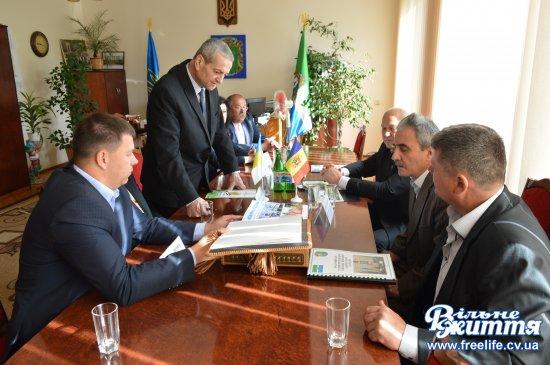 На  Кіцманщині перебуває делегація з Унген Республіки Молдова