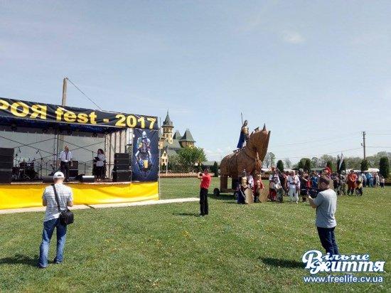 У «Буковинській Трої» триває фестиваль середньовічної культури