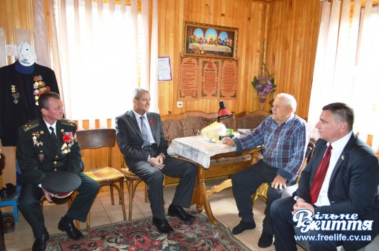 На Кіцманщині провідали ветеранів Другої світової війни