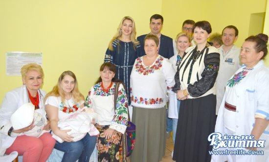 Новонароджені кіцманчани отримали подарунки