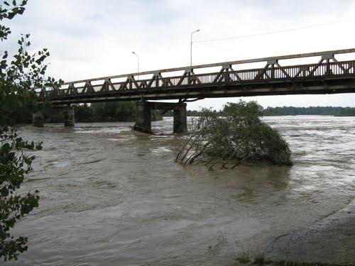 У Пруті та інших річках піднімається вода