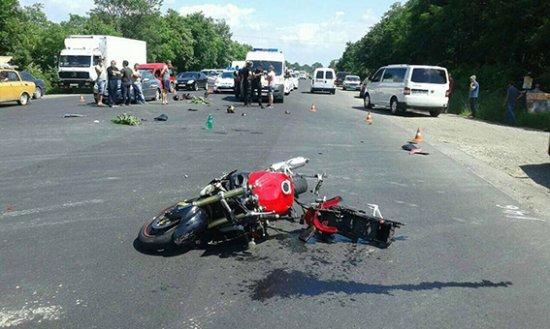 Внаслідок ДТП в Новому Киселеві пасажир мотоцикла загинув, водій в реанімації