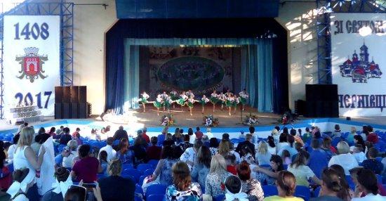 Танцюристи з Драчинців стали призерами фестивалю «Буковинське коло»