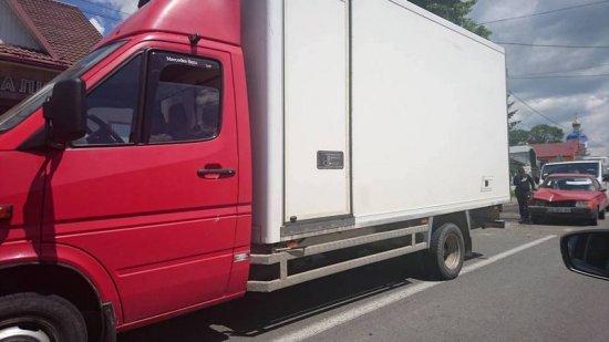 Одразу 5 машин зіштовхнулися у Лужанах (ФОТО)
