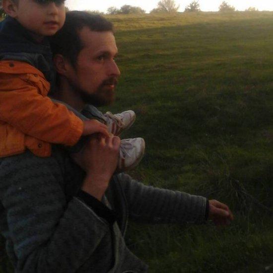 Поміняв Київ на Верхні Станівці: як журналіст став фермером
