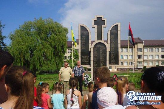 У Драчинцях відбувся мітинг біля Меморіалу загиблим героям-односельчанам