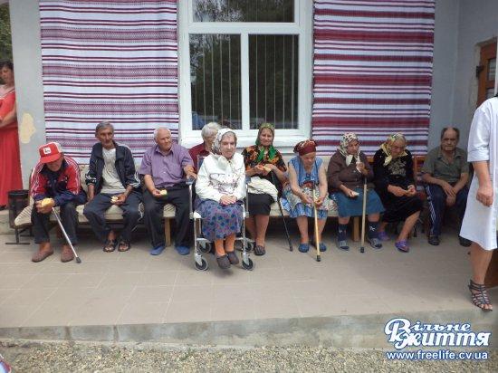Старість має бути доглянута і пошанована: у Кіцманському терцентрі сьогодні — «День відкритих дверей»