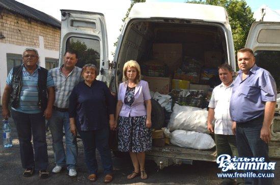 Кіцманські волонтери підготували до відправки на Схід продукти та одяг