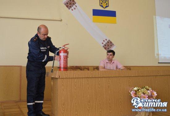 Пожежники провели інструктаж для медпрацівників Кіцманської ЦРЛ