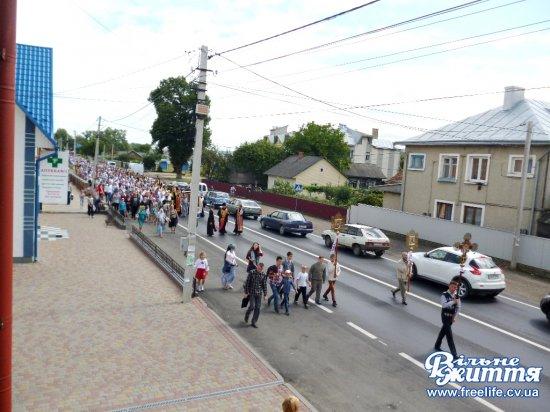 25 кілометрів пішки хресною ходою віряни йшли до монастиря в Шипинцях (ФОТОРЕПОРТАЖ)
