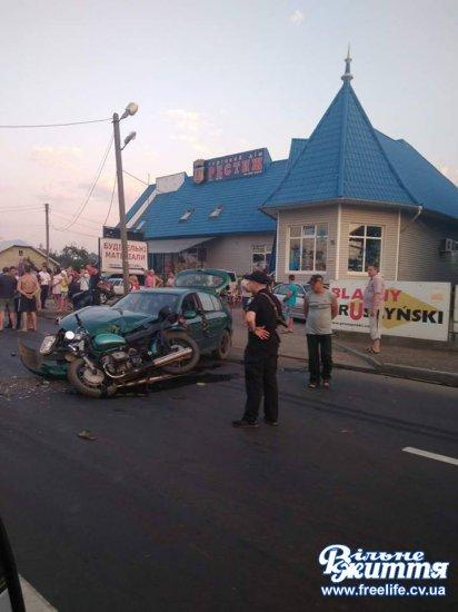 У Мамаївцях знову ДТП: зіткнулись легковик і мотоцикл