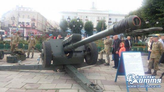 В День Прапора у Чернівцях - патріотична хода і виставка зброї та техніки