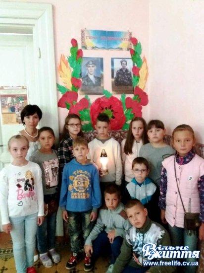 У Кіцманській дитячій бібліотеці вшанували загиблих у страшній трагедії під Іловайськом