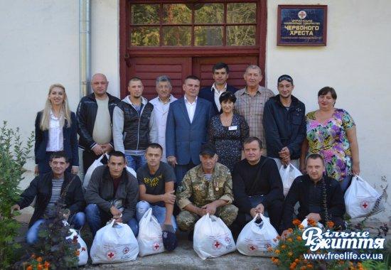 Воїнам АТО передали теплі ковдри і покривала від Товариства Червоного Хреста України