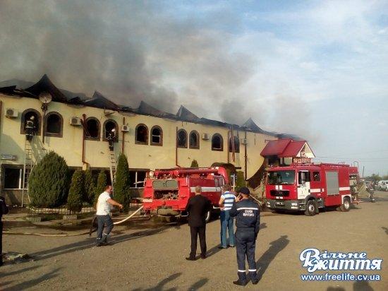 У Мамаївцях горить ресторан