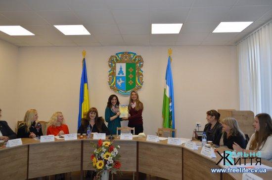 Круглий стіл за участі прийомних батьків та опікунів відбувся до Дня усиновлення