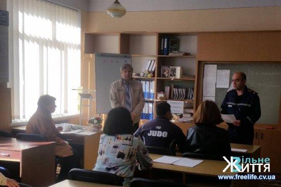 Працівники Кіцманського РВ УДСНС провели протипожежні інструктажі з тренуваннями