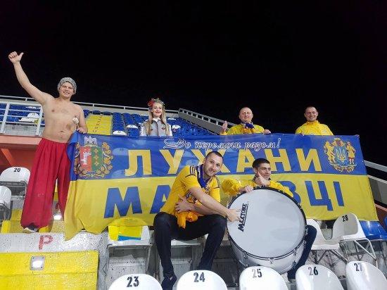 Вболівальником збірної України з величезним прапором
