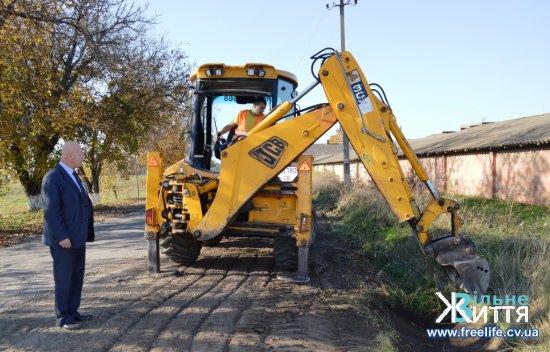 Розпочали ремонтувати дорогу з Кіцманя до Киселева