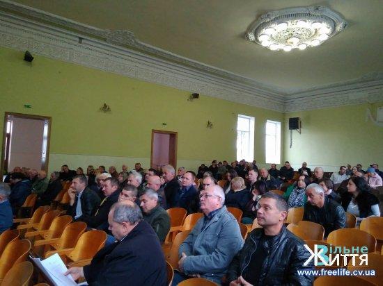 У Мамаївцях на зустріч за кандидатами на голову ОТГ прийшло понад 200 людей , у Кіцмані  четверо