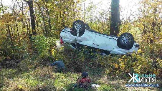 Аварія в Дубівцях: машину перекинуло на дах