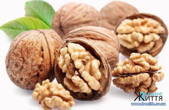 Дієтологи розповіли, чому потрібно їсти горіхи восени
