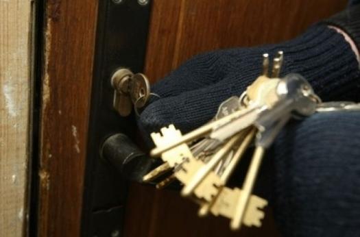 Поліцейські на Кіцманщині після переслідування автівки затримали підозрюваних