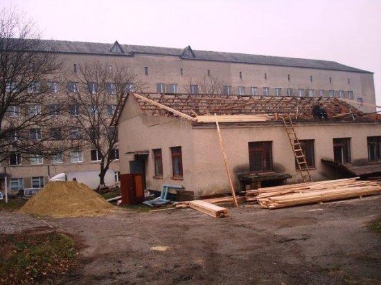 У Кіцманській районній лікарні триває ремонт на суму близько трьох мільйонів гривень
