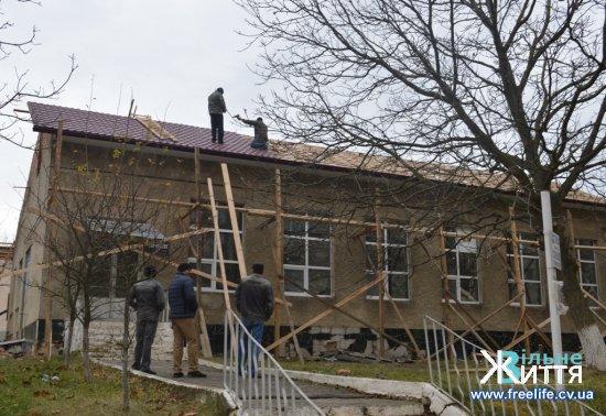 Тривають ремонтні роботи в Кіцманській ЦРЛ