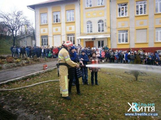 Пожежники навчають школярів Кіцманщини правилам безпеки життєдіяльності