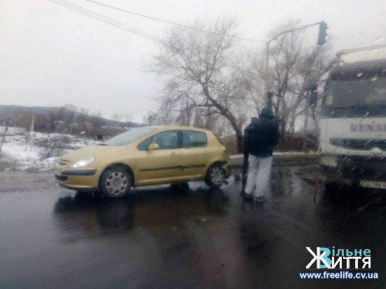 """У Мамаївцях біля """"Іви"""" затори через ДТП"""