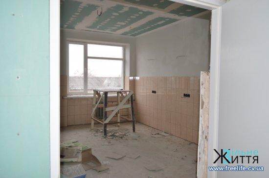 Ремонтні роботи у Кіцманській ЦРЛ наближаються до завершення.