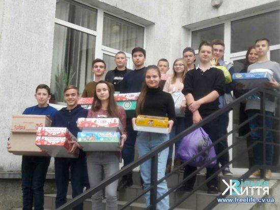 Кіцманський волонтерський центр завантажив святкову допомогу на Схід
