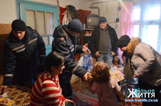 Привітали діток з днем святого Миколая