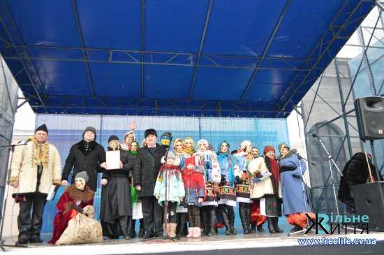 У Кіцмані відбувся велелюдний огляд-конкурс Маланок та щедрувальних гуртів (ФОТО)