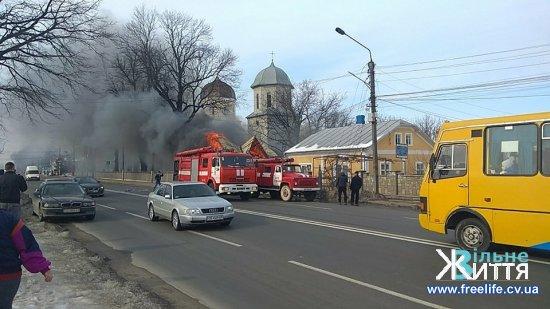 У Мамаївцях біля церкви пожежа (ФОТО, ВІДЕО)