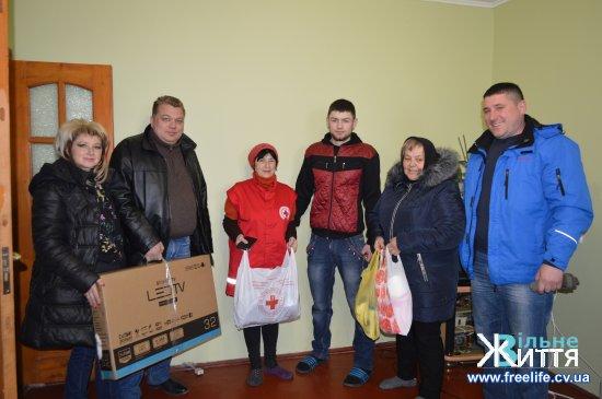 Кіцманські волонтери привезли подарунки учаснику АТО