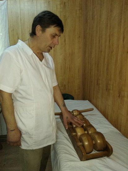 Іван Даниляк лікує поєднанням традиційної і нетрадиційної медицини