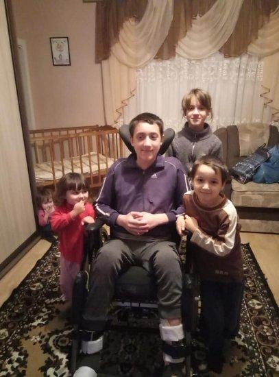 Односельчани просять допомогти хлопчику з Верхніх Ставнівців на лікування