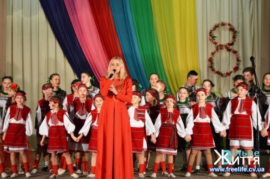 Жінок Кіцманщини привітали зі святом 8 Березня (фоторепортаж)