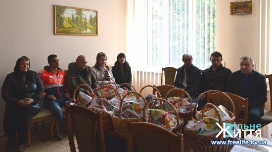 Великодні кошики вручили воїнам АТО та волонтерам