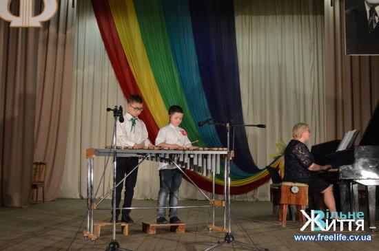 Учні Кіцманської музичної школи ім. В.Івасюка дали звітний концерт