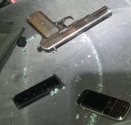 В Дубівцях затримали чоловіка з пістолетом