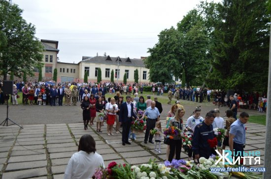 У кіцмані на честь 73-ї річниці перемоги у Другій світовій війні відбувся поминальний молебень та урочистий мітинг