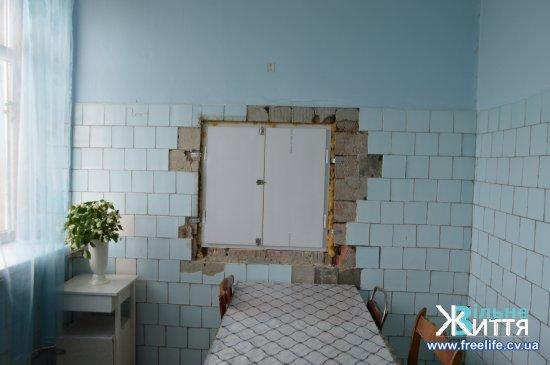Розпочатий у 2017 році ремонт Кіцманської ЦРЛ продовжується
