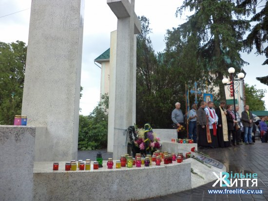 Поминальний молебень за жертвами політичних репресій пройшов у Кіцмані