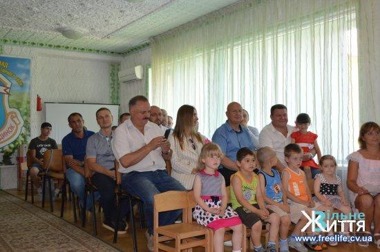 Оршівському дитбудинку  подарували телевізор  від «Сварогу» та оглянули поля корпорації